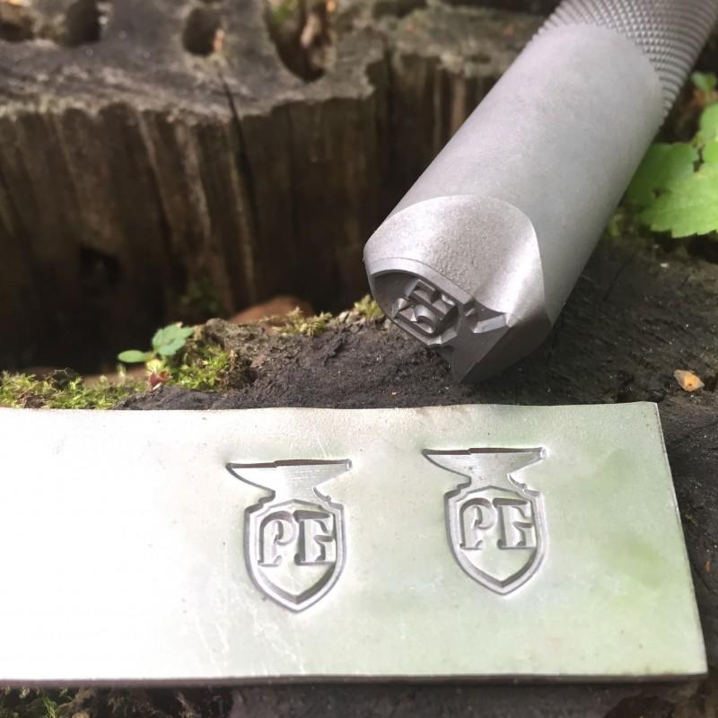 Ударное клеймо для кузнеца с его логотипом