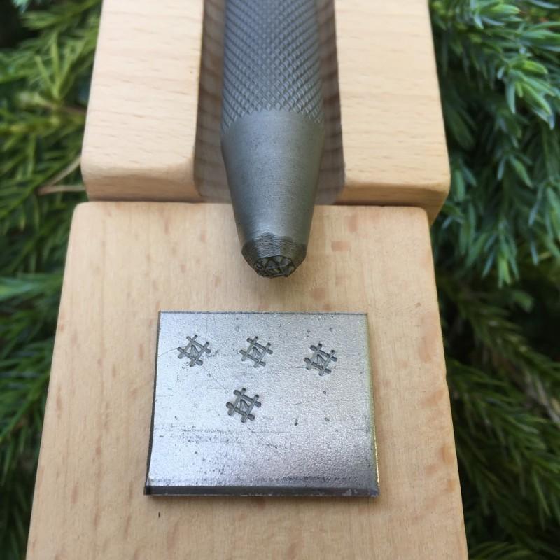 Ударный штамп для оттисков на металле