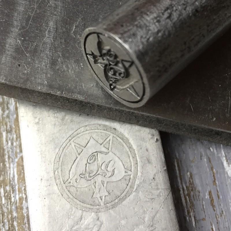 Ударное клеймо с логотипом для оттисков на металле